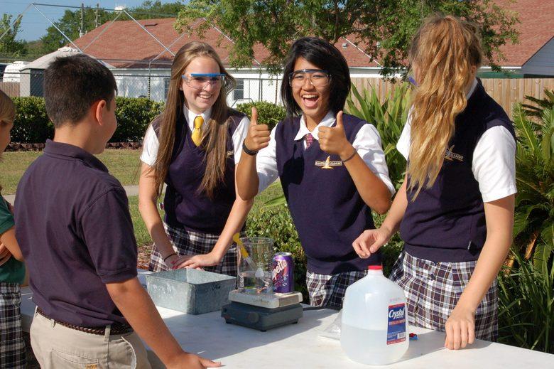 Trường trung học nội trú Montverde Academy (bang Florida) (E)