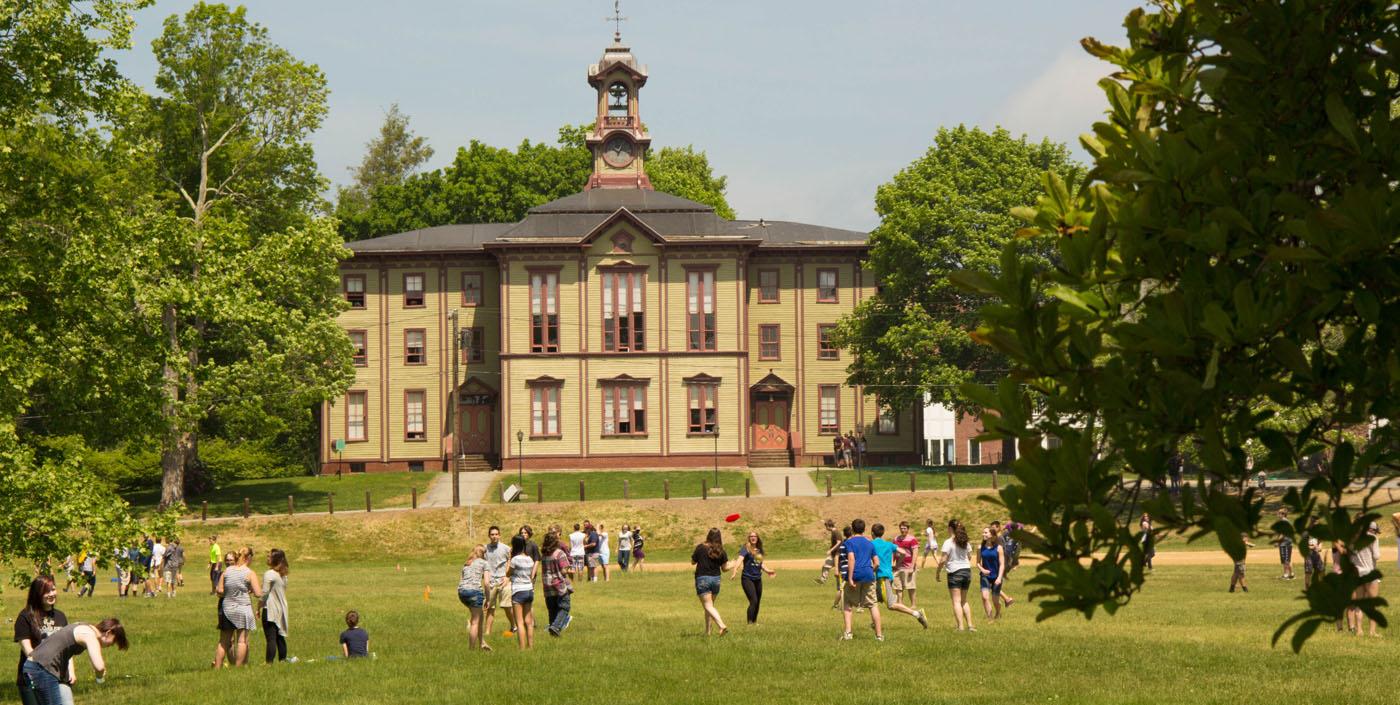 Trường trung học nội trú Woodstock Academy (Bang Connecticut) (E)