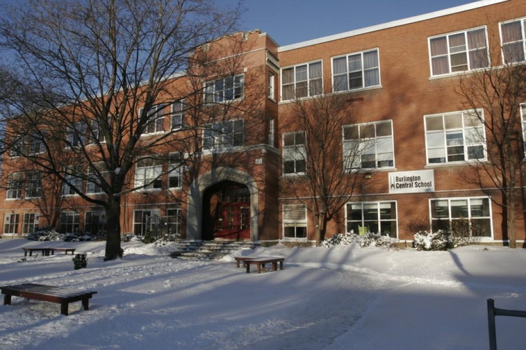 Trường trung học Burlington Central High School - Halton District School Board (Bang Ontario)