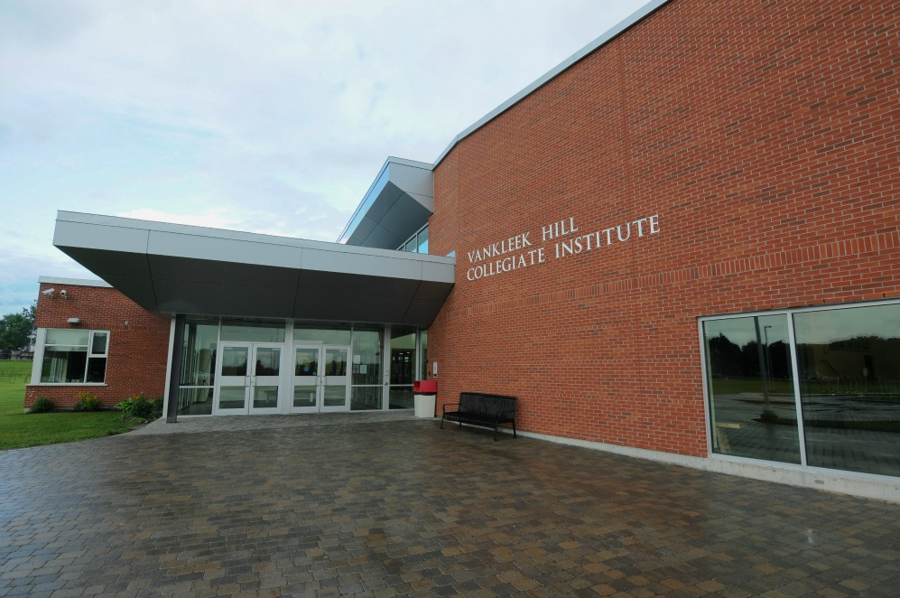 Trường trung học Vankleek Hill Collegiate Institute - Upper Canada District School Board - Ontario