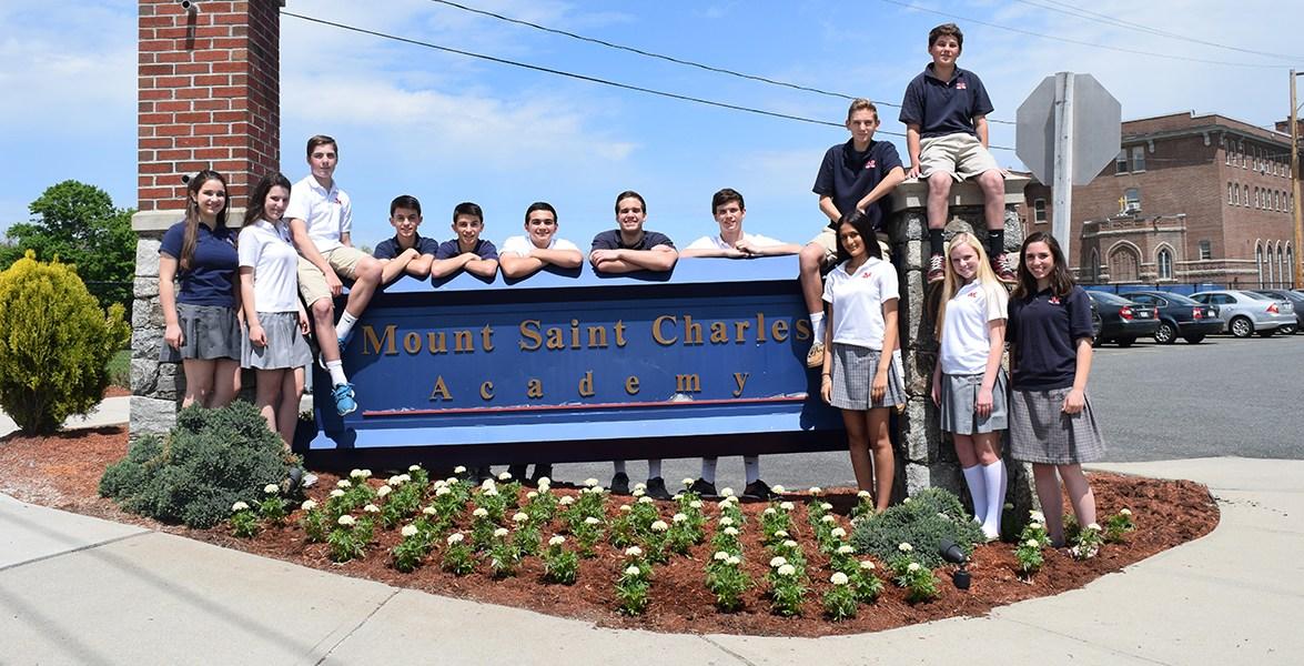 Trường trung học Mount Saint Charles Academy - Bang Rhode Island