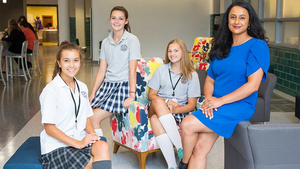 Trường trung học Regina Dominican High School - Bang Illinois