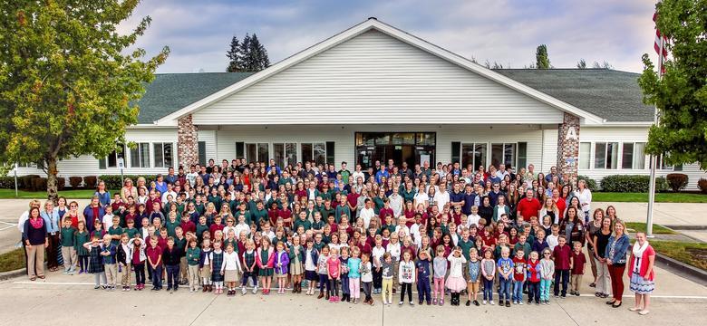 Trường trung học tư thục Firm Foundation Christian School - Bang Washington (P)