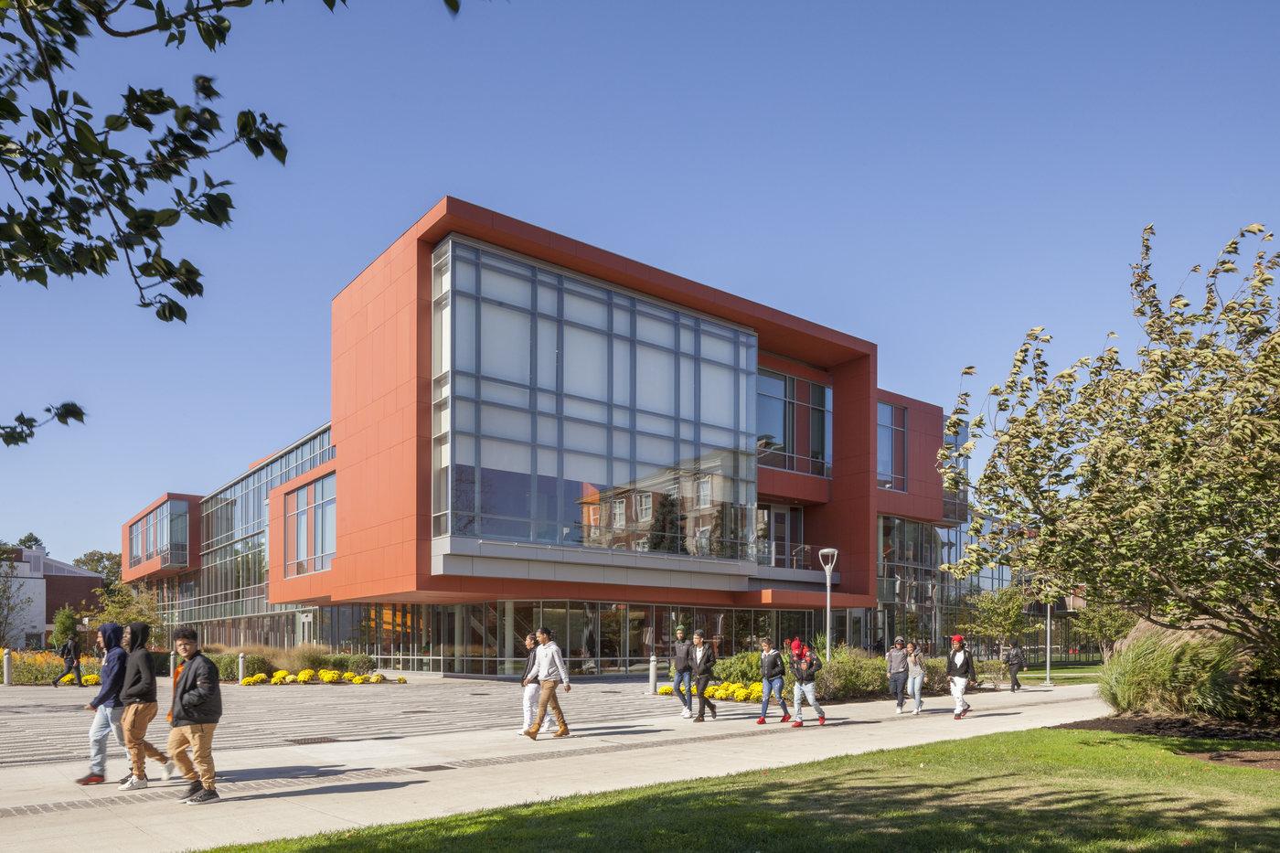 Trường Đại học Adelphi - Garden City, New York