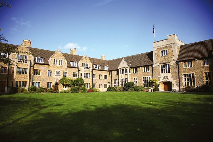 Trường Cao Đẳng Bellerbys - Cambridge, Anh