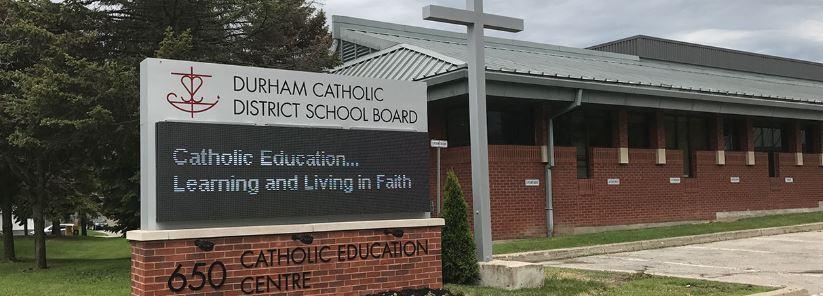 Trường Trung học Durham Catholic District - Oshawa, Ontario