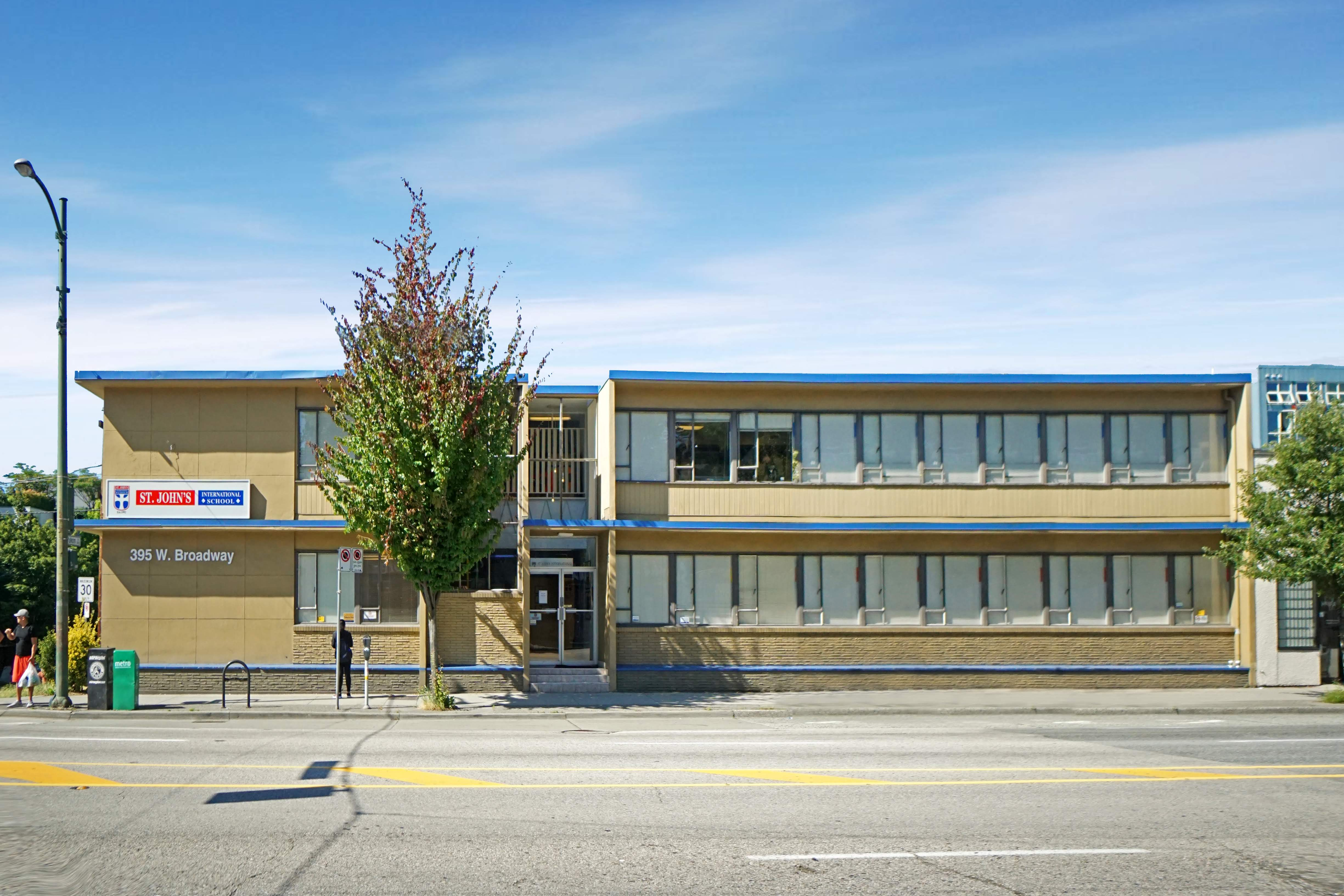 Trường Trung học St John's Academy - Victoria, Vancouver