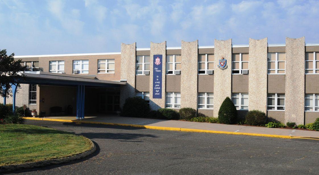 Trường trung học St. Paul Catholic High School - Bang Connecticut (AI)