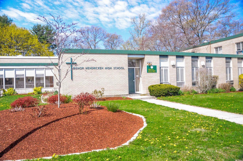 Trường trung học tư thục Bishop Hendricken High School (AI)