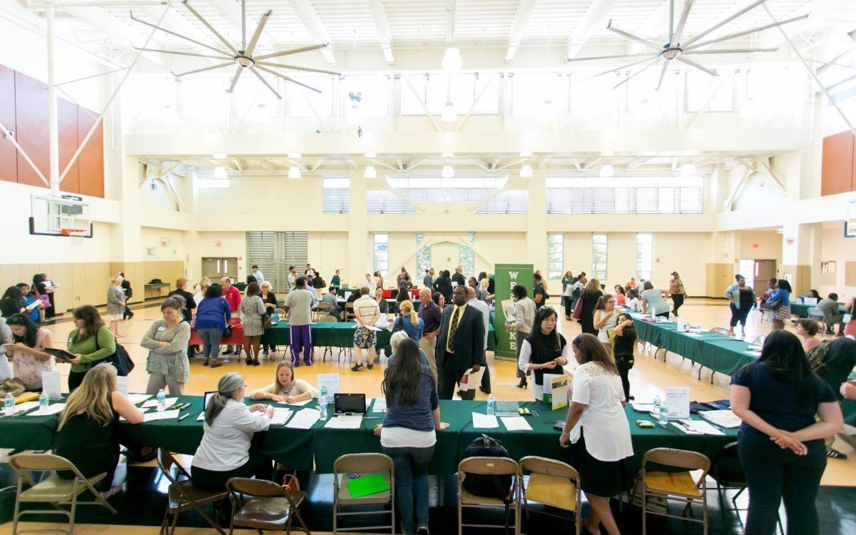 Trung học công lập Oakland Schools - Bang Michigan (E)