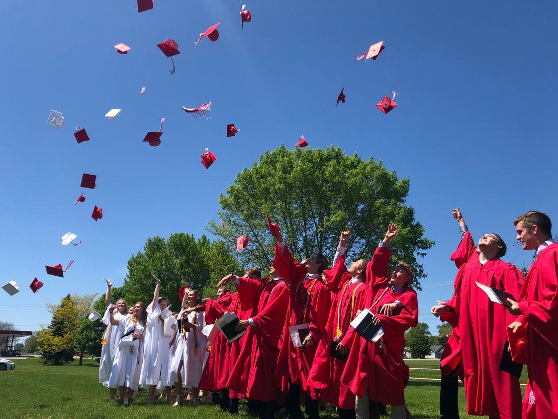 Trường trung học tư thục Newman Catholic School - bang Iowa (E)